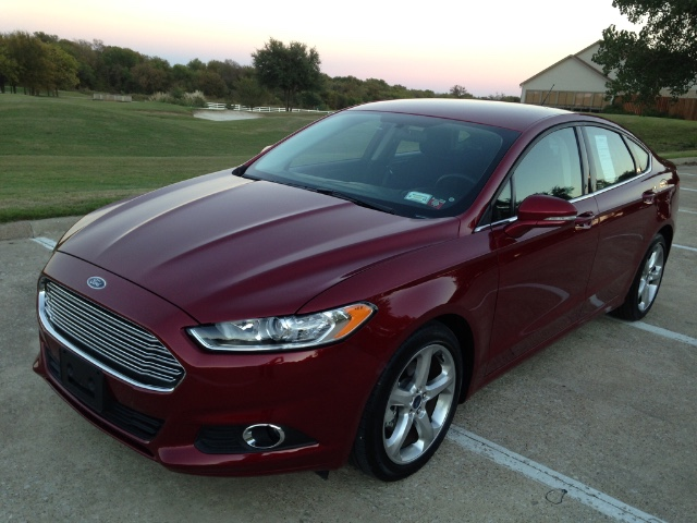 2016 Ford Fusion SE at Texas Topline Motors in Dallas TX