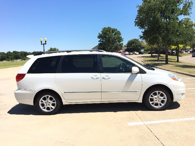 2006 Toyota Sienna XLE Limited at Texas Topline Motors in Dallas TX