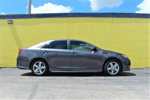 The 2014 Toyota Camry L photos