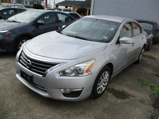 2015 Nissan Altima PRICE SHOWN IS DOWN PAYMNET photo