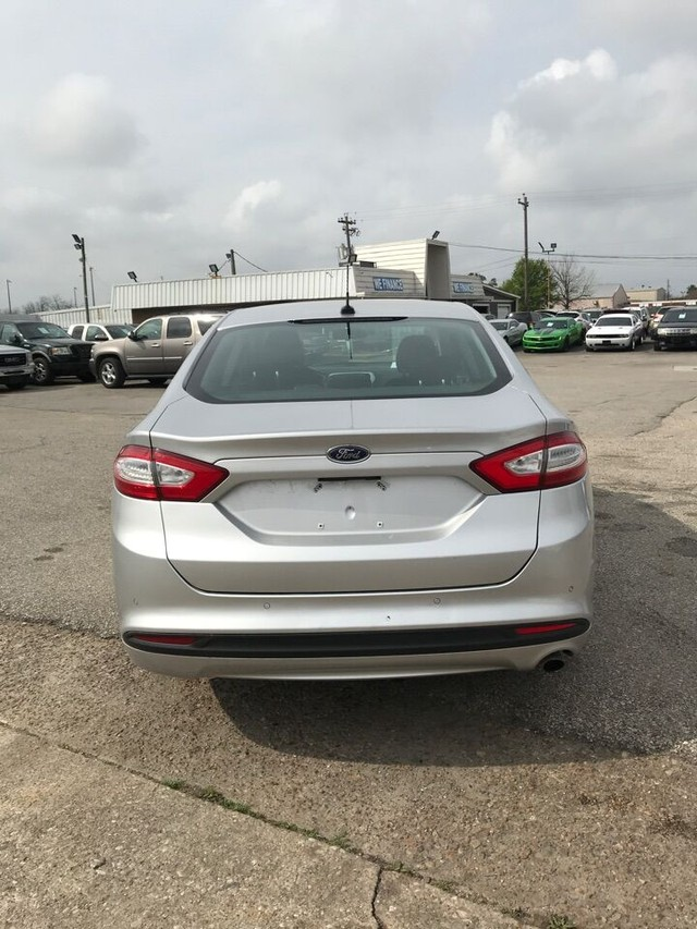 Ford Fusion Vehicle Image 03