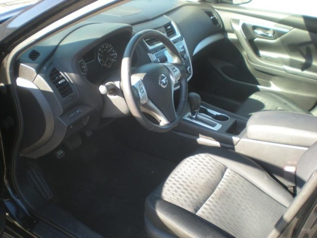 Nissan Altima Vehicle Image 09