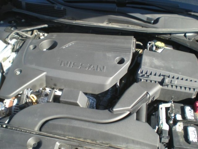 Nissan Altima Vehicle Image 17
