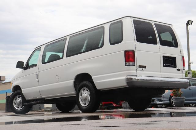 Ford Econoline Vehicle Image 25