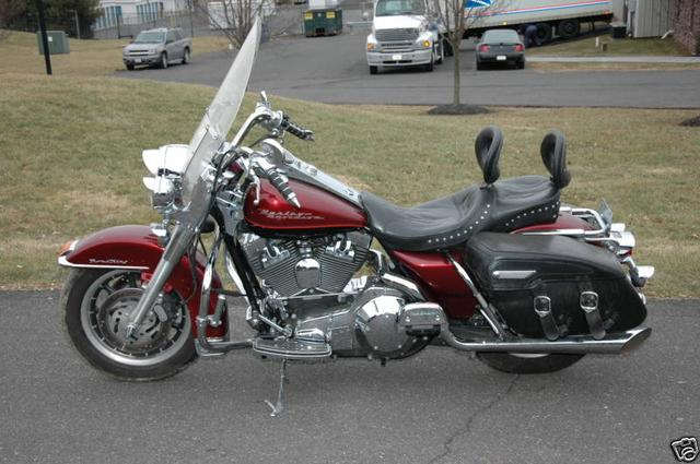 Harley-Davidson ROAD KING FLHRI Vehicle Image 02
