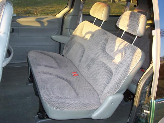 1999 Plymouth Grand Voyager photo