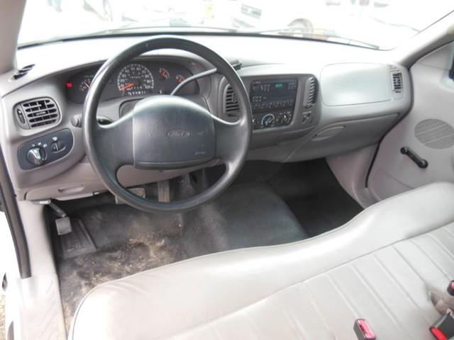 1998 Ford F-150 2WD XL Reg Cab image 08