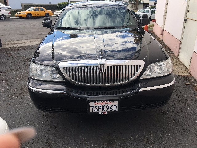 2004 Lincoln Town Car   at Wild Rose Motors - PoliceInterceptors.info in Anaheim CA