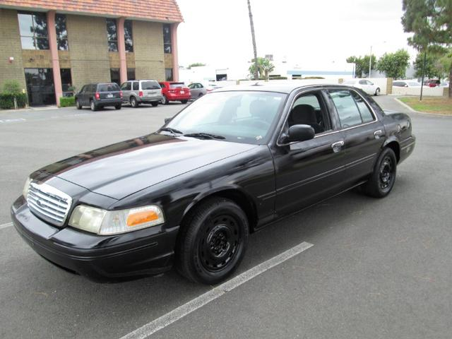 2004 Ford Crown Victoria S photo