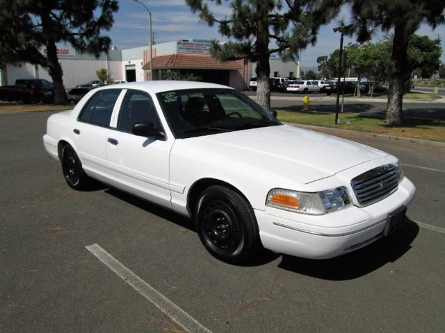2003 Ford Crown Victoria photo